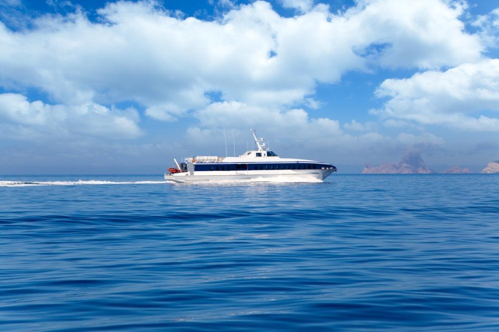 Weil Formentera keinen eigenen Flughafen besitzt, ist die Fähre das einzige Transportmittel auf die Insel.