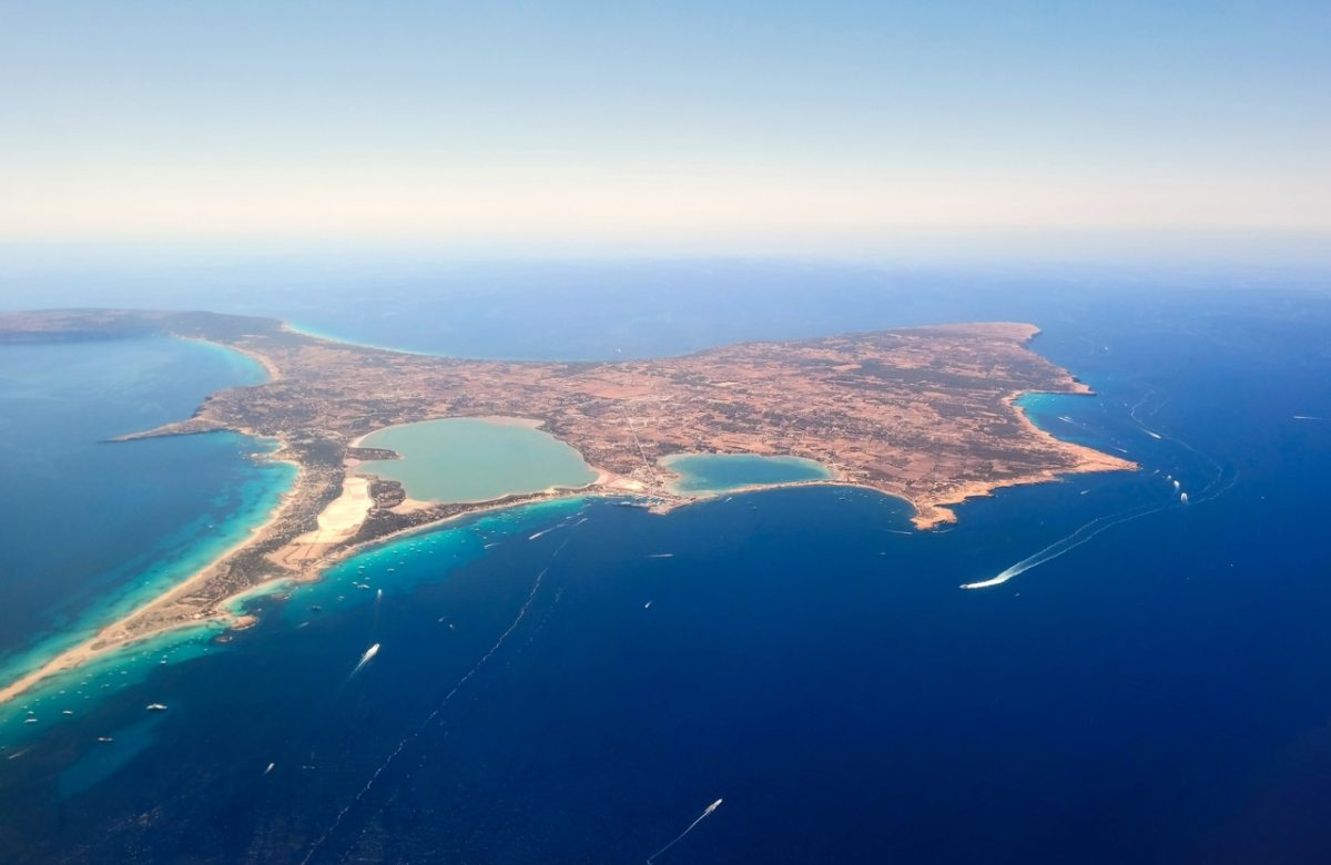Formentera von oben: Geht es nach dem schottischen Konzern Cairn Energy, so wird bald vor den Balearen nach Öl- und Gasvorkommen gesucht.
