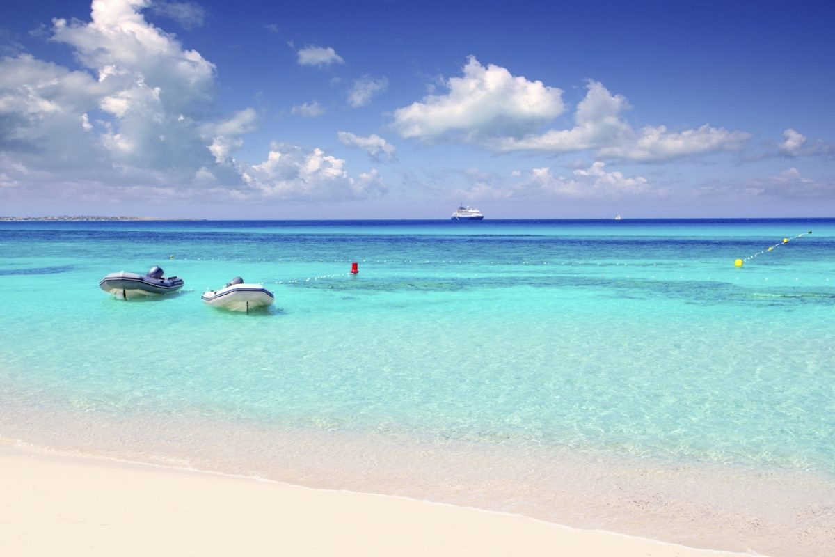 """Die 'Playa de ses Illetes"""" auf Formentera wurde von TripAdvisor auf den fünften Platz der schönsten Strände der Welt gewählt."""