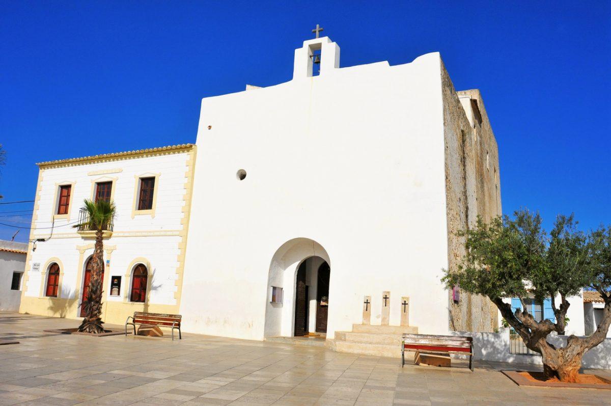 Die Kirche Sant Francesc Xavier (spanisch San Francisco Javier) ist das Wahrzeichen der Stadt Sant Francesc de Formentera.
