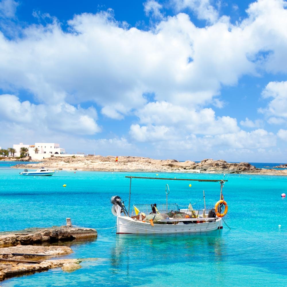 Es Pujols ist der wichtigste Ferienort auf der Insel Formentera.