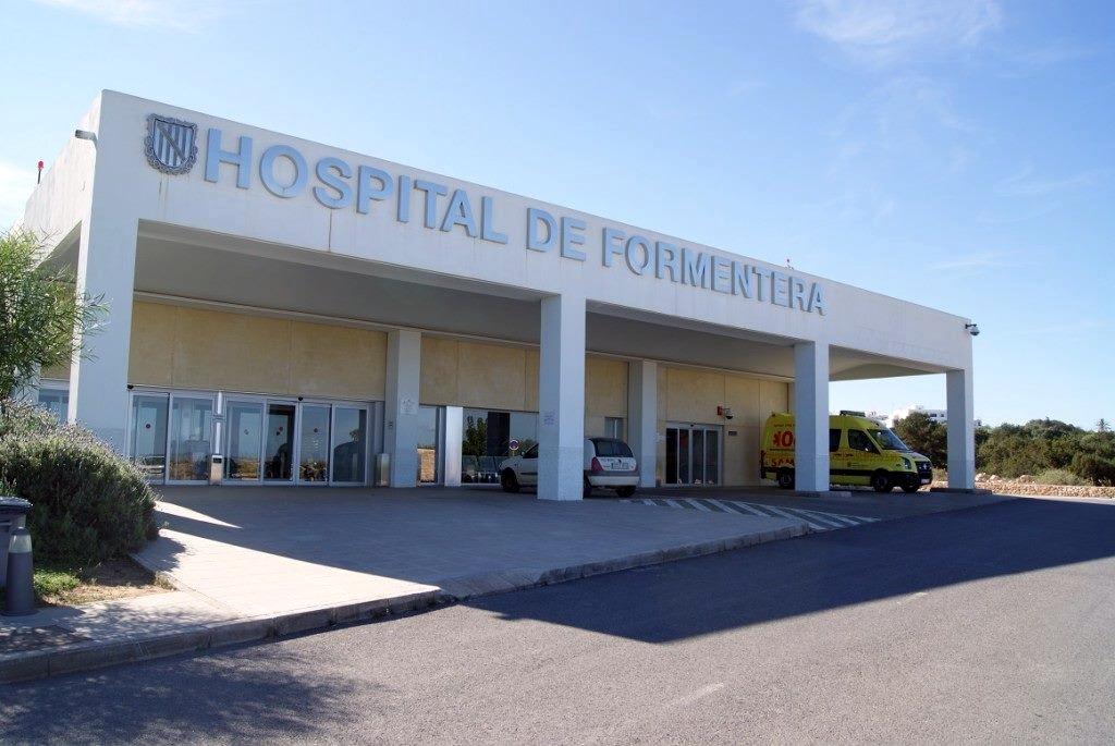 """Schon seit über 10 Jahren steht das """"Hospital de Formentera"""" den Gästen der Insel zur Verfügung. Foto: https://www.facebook.com/hospital.formentera/"""