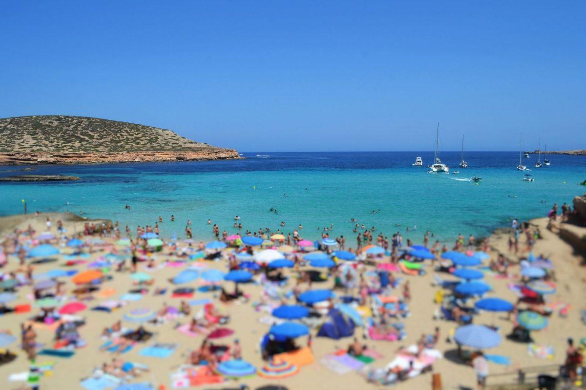Speziell im Sommer ist Formentera überfüllt. Die Bettenbremse soll Abhilfe schaffen.