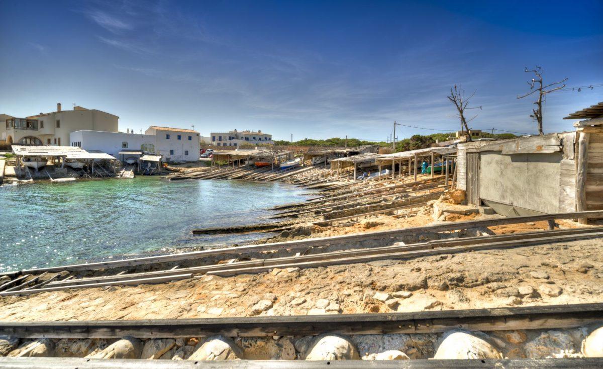 Es Caló ist ein kleiner Ort im nordöstlichen Teil der Baleareninsel Formentera.
