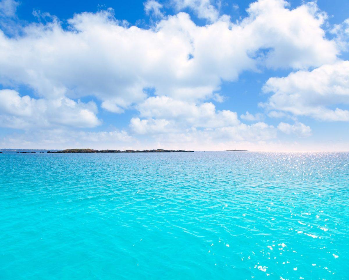 Die Formentera vorgelagerte Insel Espalmador war schon beliebtes Ziel von Schmugglern und Piraten. Heute ist es ein Tipp für all diejenigen, die sich ein wenig wie auf einer einsamen Insel fühlen und himmlische Ruhe genießen möchten.