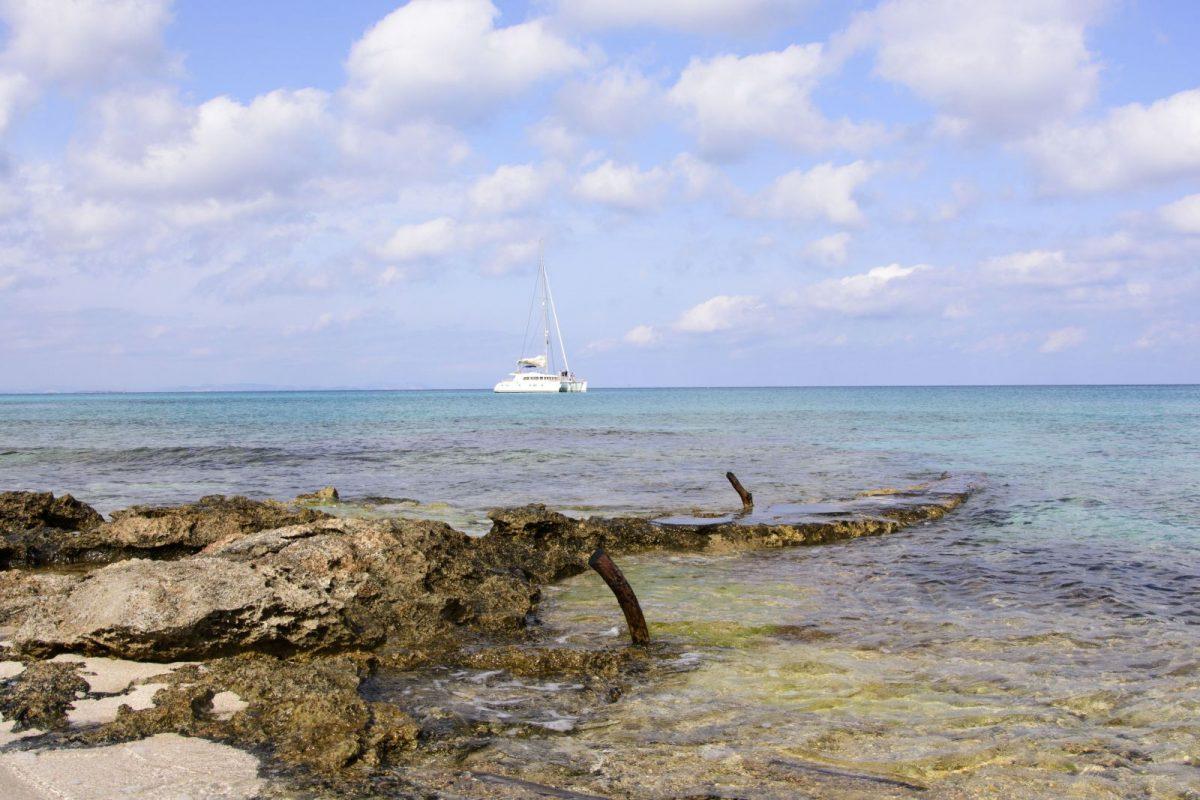 Die Playa Tramontana/Ses Platgetes ist ein abgelegener Strand an der eher felsigen Südostküste mit feinem weißem Sand und türkisblauem Meer.